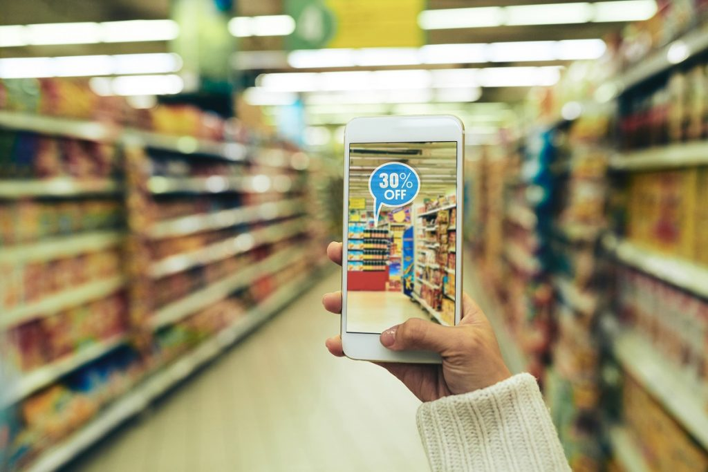 Augmented reality shopping (image: shutterstock.com)